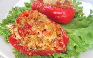 Перец фаршированный куриной грудкой с помидорами