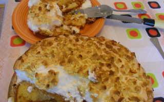 Пирог с яблоками с белками сверху