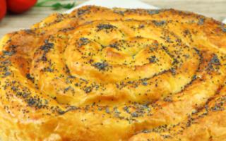 Пирог из сосисок в слоеном тесте рецепт