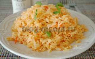 Рис с помидорами и чесноком