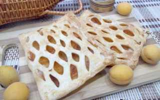 Пирог из слоеного теста с абрикосами
