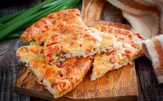 Пирог к завтраку с колбасой и сыром