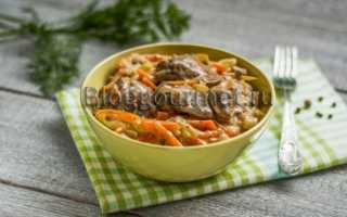 Печенка с овощами в сметане