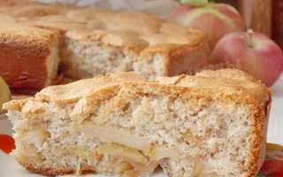 Пирог из гречневой муки с яблоками