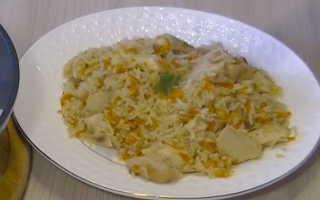 Рис с курицей в сковородке