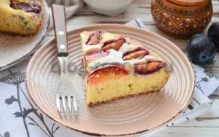 Пирог со сливами в мультиварке редмонд